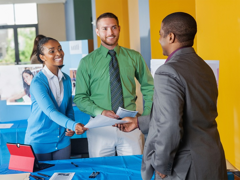 5 Benefits of Attending a College Job Fair