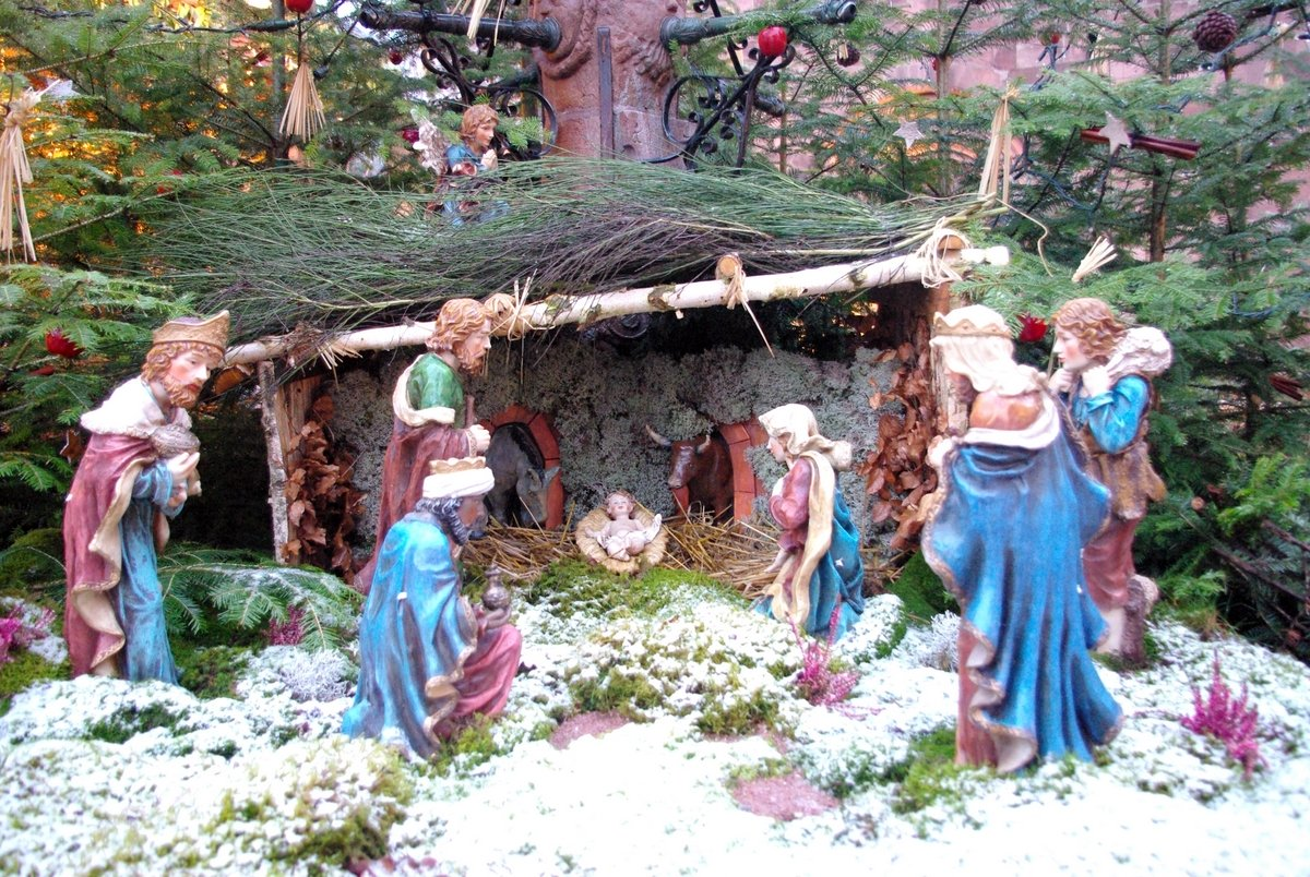 How to Make Christmas Crib yourself? Step by Step